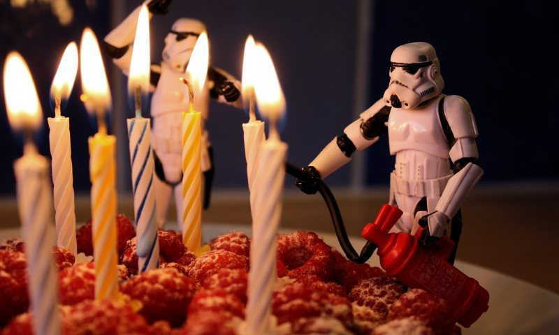 birthday_food_cake_toy_actionfigure_fire_starwars_candle-928785.jpg